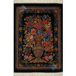 تابلویی فرش دستباف تمام ابریشم قم نقشه گلدانی هشتاد رج