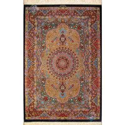 قالیچه دستباف تمام ابریشم قم تولیدی بیطرفان طرح لچک ترنج حیواندار