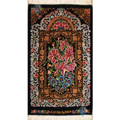 تابلویی فرش دستباف تمام ابریشم قم قابی گل زنبق تولیدی احمدی بدون قاب