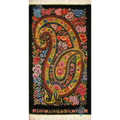 تابلویی فرش دستباف تمام ابریشم قم بته جغه گلدار تولیدی احمدی بدن قاب