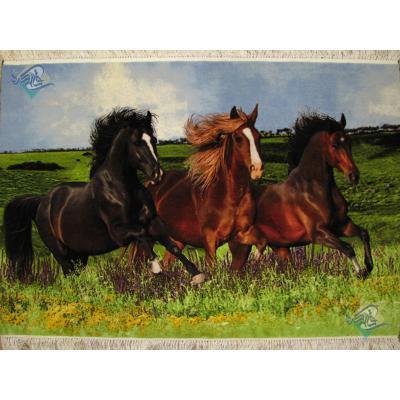 تابلو فرش دستباف تبریز طرح منظره سه اسب چله و گل ابریشم
